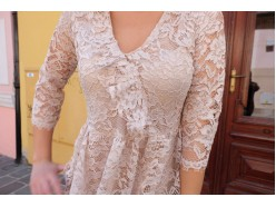 Krajkové krémové šaty
